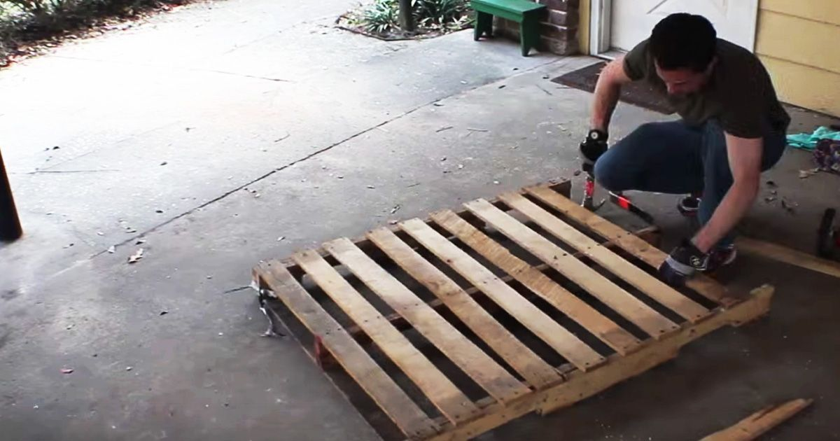 Watch how to build a rustic diy bench out of old pallets for Building a bench from pallets